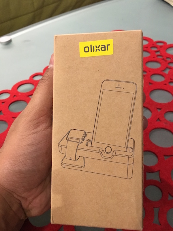 review-olixar-apple-watch-stand-iphone-wooden-1